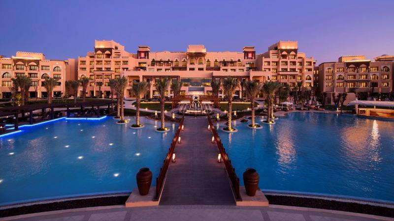 4 Hotel Mewah Rotana Grup di Uni Emirates Arab